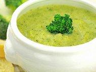 Рецепта Крем супа от броколи, карфиол, моркови, готварска сметана, праз лук и сирене